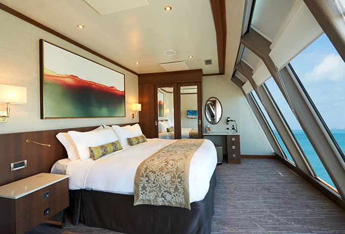 Quarto da Owner's Suite Deluxe do Norwegian Dawn