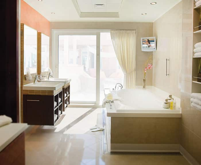The Haven's 3-Bedroom Garden Villa Bathroom on Norwegian Pearl