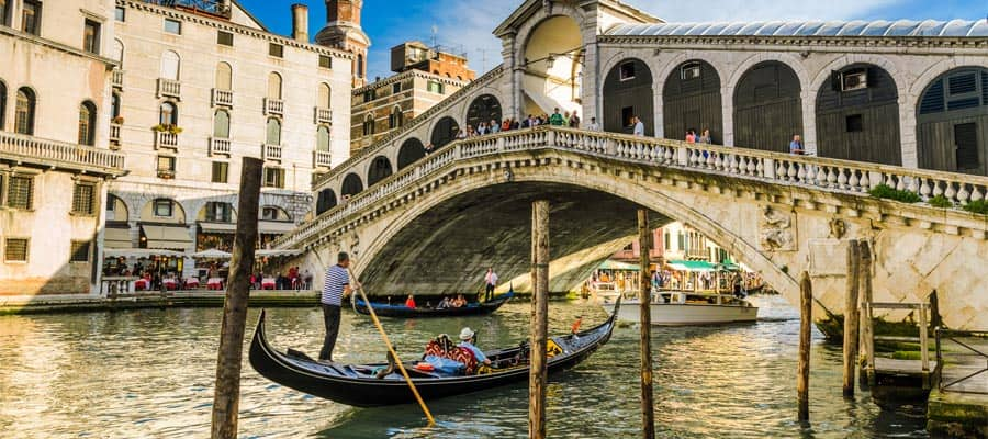 Canais de Veneza no seu cruzeiro na Europa