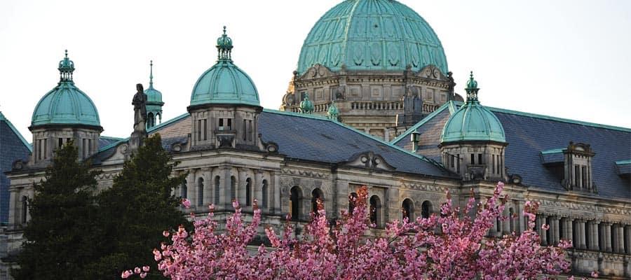 Edifício do parlamento da província da Columbia Britânica em um cruzeiro no Alasca
