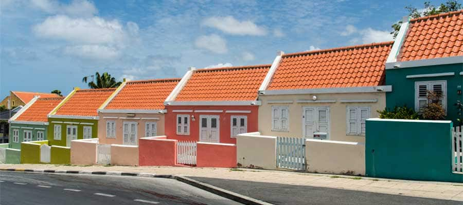 Colourful houses on your Willemstad cruise