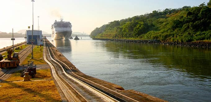 Sail across the link between the Atlantic and the Pacific