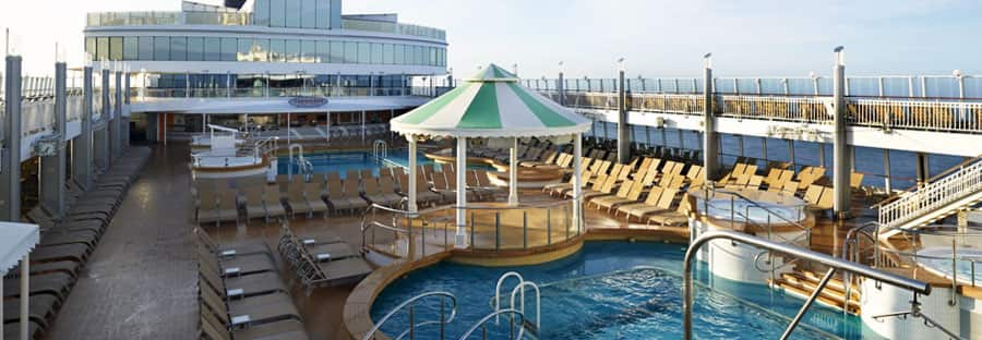 Pooldeck von Norwegian Cruise Line
