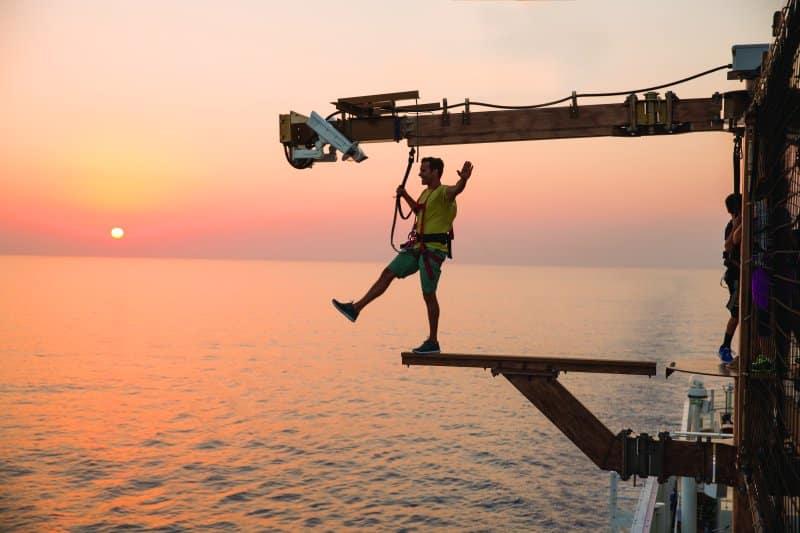 Gehen Sie auf der Norwegian Getaway über die Planke