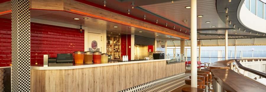 Um dos novos bares e salões do Norwegian Jewel, The Pit Stop