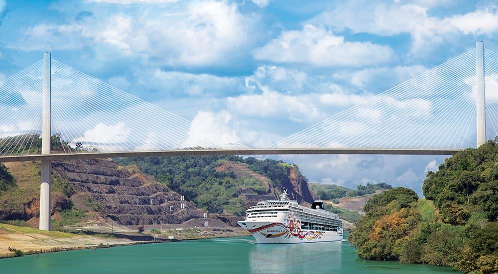 הפלגותלתעלת פנמה באונייהNorwegian Sun